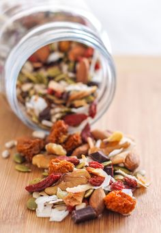 Whether you're craving sweet or savoury healthy snacks, these 2 lower-sugar DIY trail mix recipes will keep your energy up and get your tastebuds excited! Lunch Snacks, Savory Snacks, Healthy Snacks, Work Lunches, Dairy Free Recipes, Real Food Recipes, Vegan Recipes, Vegan Desserts, Easy Recipes