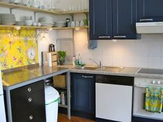 Affordable Decor: Smart Ways to Use Wallpaper in Small Doses