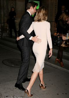 Emily Blunt booty in a curve hugging cut-out dress and pumps. #booty #legs #heels