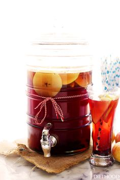 Cranberry Apple Cider Punch - Easy to make, deliciously sweet drink that is perfect for all your Fall and Winter parties. Punch Recipe For A Crowd, Fall Punch Recipes, Food For A Crowd, Apple Juice Punch Recipe, Fall Recipes, Drink Recipes, Drinks Alcohol Recipes, Brunch Recipes, Cocktail Recipes