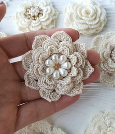 Easy and Cute Free Crochet Flowers Pattern Image Ideas for new Season 2019 crochet flowers crochet flowers free pattern knitting flowers knitting flowers free pattern keln Knitted Flowers Free, Crochet Puff Flower, Crochet Flower Tutorial, Crochet Leaves, Crochet Motif, Crochet Flowers, Fabric Flowers, Knitted Flower Pattern, Doilies Crochet