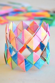DIY: Make Folded Paper Bracelets: Origami Art Bracelet Diy And Crafts Sewing, Crafts For Girls, Crafts To Sell, Arts And Crafts, Fun Crafts, Preschool Crafts, Older Kids Crafts, Holiday Crafts, Diy Crafts Videos