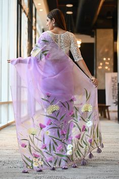 Saree Painting Designs, Fabric Paint Designs, Organza Saree, Organza Dress, Net Saree, Hand Painted Sarees, Saree Poses, Silk Sarees Online, Latest Silk Sarees