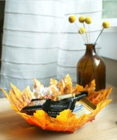 Bowl hecho de hojas,   Bowl made ​​of leaves
