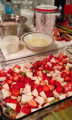 L'été, c'est le temps des petits fruits. Ils sont enfin de saison (et donc moins chers!) et on peut se permettre d'en acheter en grande quantité pour une période assez limitée toutefois. Ce qui fait que, parfois, ils nous sortent un peu par les oreilles et on ne sait plus quoi en faire! C'est là … Pumpkin Brownies, Cordon Bleu, Desert Recipes, Apple Recipes, Rice Krispies, Fruit Salad, Crisp, Good Food, Food And Drink