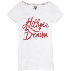 Hilfiger Denim T-Shirt Lala mit Rundhalsausschnitt und Marken-Schriftzug auf der Vorderseite. Das Logostitching befindet sich auf der dem Ärmel.60% Baumwolle, 40% Polyester...
