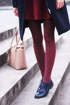 Comment porter des collants cet automne Warm, comfortable, flattering, versatile: tights are an easy way to add style, colour and texture to winter outfits. You don't need to ditch your. Polka Dot Tights, Polka Dots, Red Dots, Oxford Shoes Outfit, Look Fashion, Womens Fashion, Black Oxfords, Mode Vintage, Looks Vintage