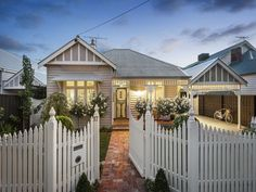 I love this weatherboard house. It's so inviting. Love everything, from the picket fence to the rustic brick paved footpath.