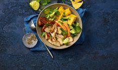Découvrez le classique filet de porc sous une forme inédite: avec de la papaye, de l'avocat, du jus de citron vert et de la coriandre, la viande tendre met un sombrero et prend une délicieuse saveur mexicaine. Filets, Saveur, Thai Red Curry, Ethnic Recipes, Lime Juice, Cilantro, Avocado, Classic, Fit