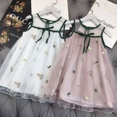 Nydelig, det kan man vel klare å lage selv Kids Frocks, Frocks For Girls, Little Dresses, Little Girl Dresses, Girls Dresses, Baby Dresses, Peasant Dresses, Dress Girl, Little Girl Fashion