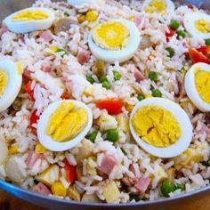 Apprezzata e diffusa in tutto il territorio italiano, l'insalata di riso è uno dei piatti estivi più golosi e freschi che esistano.