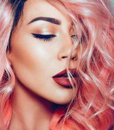 Arrancamos la semana  mostrándoles a @ccclarkebeauty  youtuber e infuencer especializada en temas de belleza celebridades y tutoriales para conseguir un makeup perfecto. - #tumaqui #makeup #maquillaje #tips #belleza #contorno #makeuplover #makeuprevolution #labios #lipstick #iluminador #vidademaquilladora #gloss #blogger #envios #gratis #nacional #internacional #box #productos #instamakeup #base #blush #maquillador #delineador #makeupaddict #fashion #mujer #moda #makeupfan