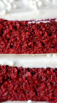 Red Velvet Sheet Cake ~ It is moist and has great red velvet flavor. It is similar to a Texas sheet cake, and it has a lot of the same good qualities as that cake (easy to make, tender, and great flavor). Sheet Cake Recipes, Easy Cake Recipes, Dessert Recipes, Recipe Sheet, Desserts Diy, Frosting Recipes, Red Velvet Sheet Cake Recipe, Easy Red Velvet Cake, Food Cakes