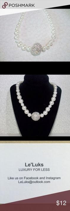Bride statement necklace New Bride Statement Necklace!!! Part of my jewelry shop Le'Luks!!! This is perfect for a wedding is super cute and elegant! Follow us for new items updates:) Jewelry Necklaces