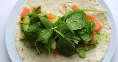 Culy Homemade: frisse zalm avocado wrap in 5 minuutjes – Culy Homemade: frische Lachs-Avocado-Packung in 5 Minuten – Avocado Wrap, Summer Recipes, Great Recipes, Kiss The Cook, Little Chef, Food For Thought, Lettuce, Food Dishes, Spinach