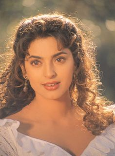 juhi chawla marriage with jay mehta actress told why she hide this Vintage Bollywood, Bollywood Girls, Indian Bollywood, Bollywood Stars, Beautiful Bollywood Actress, Most Beautiful Indian Actress, Beautiful Actresses, Bollywood Makeup, Bollywood Fashion