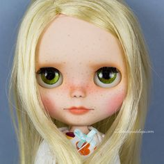 New custom doll: Lily of the Valley for adoption http://elblogdelupi.com/laboutiquedelupi/custom-doll-o-o-a-k-lily-of-the-valley #blythe #blythes #dolls #cute