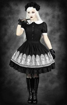 Restyle! Gothic Lolita! I want that skirt <3