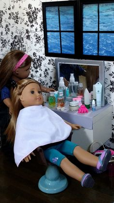 Since I'm a Cosmetologist, my daughter is always doing her dolls hair, she would love this little set up for her dolls! American Girl Doll Crafts and Fun!: How to Set Up/Make a Doll Hair Salon My American Girl Doll, American Girl Crafts, Doll Crafts, Diy Doll, Ag Dolls, Girl Dolls, American Girl Accessories, Doll Accessories, 4 Panel Life