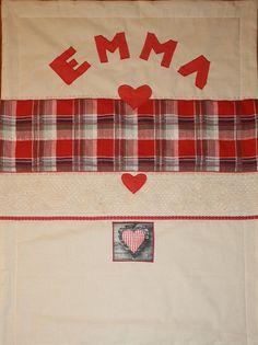Emma - red and white blanket 70 x 100 cm 2017. www.masnimesi.net