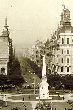 La Avenida de Mayo Neoclassical Architecture, Vintage Architecture, Latin America, South America, Architectural Prints, Fictional World, Second Empire, City Landscape, Old Postcards