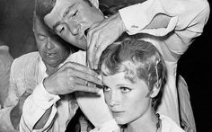 Vidal Sassoon, celebrity hairdresser, and Mia Farrow Pelo Hipster, Tv Detectives, Mia Farrow, Thessaloniki, Music Tv, Vintage Hairstyles, Revolutionaries, Hairdresser, New Hair