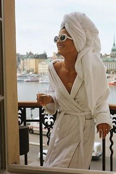 What to accessorize with to make a bathrobe outfit chic
