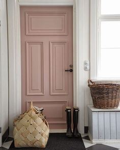 I'm completely smitten with the light dusty mauve paint color used by pompeli.blogspot.fi on this gorgeous mud room door. It's inspiring me to think outside of the box when it comes to paint colors for #thebanisterhouse. Would you do it? Paint your front door pink? #yeserno