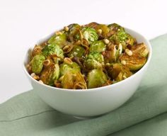 Balsamic Brussels Sprouts: Balsamic vinegar and toasted pine nuts really make this dish tasty! My family loves it. Balsamic Brussel Sprouts, Brussels Sprouts, Veggie Dishes, Tasty Dishes, Vegetable Sides, Vegetable Recipes, Appetizer Recipes, Dinner Recipes, Appetizers