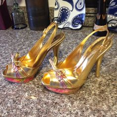 """BCBGIRLS gold leather heels❤️Last Chance ⬇️ Sexy Sexy Sexy is all I can say about these beautiful BCBGIRLS heels, heels 5"""" and 1"""" platformleather upper and rubber soles have a few nicks on the side see pic not noticeable but I am disclosing them BCBGirls Shoes Heels"""