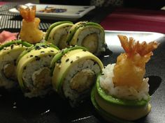 HIWAKAYA SUSHI FUSION (Madrid). Dragon Roll (langostinos tempurizados y aguacate).
