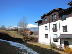 Apartman Slavkov Nov� Lesn� Surrounded by the High Tatras National Park in the village of Nova Lesna, Apartman Slavkov offers a self-catered accommodation. Ski Area Tatranska Lomnica is reachable within 4 km. Free WiFi access is available.