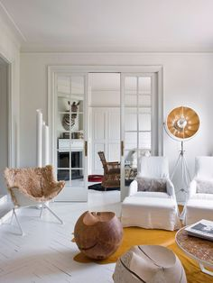 A fashionable home in Barcelona (Daily Dream Decor) Recycled Furniture, Handmade Furniture, Home Living, Living Area, Living Rooms, Feng Shui, Danish House, Estilo Art Deco, French Country House