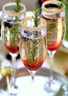 Wedding Drink Ideas: Blackberry Ombre Sparkler – www.diyweddingsma… Wedding Drink Ideas: Blackberry Ombre Sparkler – www. Champagne Cocktail, Cocktail Drinks, Fun Drinks, Alcoholic Drinks, Beverages, Cocktail Recipes, Champagne Toast, Drink Recipe With Champagne, Drink Recipes