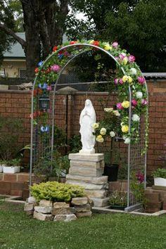 How do you build a Lourdes Grotto for the yard? How do you build a Lourdes Grotto for the yard? Garden Yard Ideas, Garden Projects, Garden Art, Garden Design, Grotto Design, Lourdes Grotto, Marian Garden, Prayer Garden, Meditation Garden