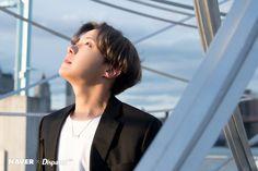 BTS' J-Hope at Brooklyn Bridge Park in New York by Naver x Dispatch. Seokjin, Kim Namjoon, Kim Taehyung, Gwangju, Foto Bts, Bts Photo, Jung Hoseok, Jung So Min, Kim Min