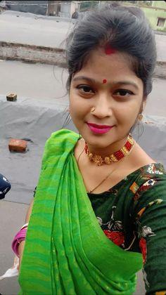 Beautiful Girl Indian, Beautiful Women, Jay, Saree, Fashion, Moda, Fashion Styles, Beauty Women, Sari