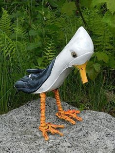 Seagull Art Shoe Sculpture Over the woman's five-decade profession, artist Viola Frey produced a remarkable Garden Crafts, Garden Projects, Diy Projects, Clay Pot Projects, Clay Pot Crafts, Recycled Art Projects, Recycled Crafts, Garden Whimsy, Old Shoes