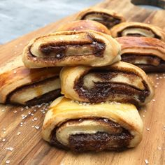 Kanelgifler | | Mummum Danish Dessert, Danish Food, Delicious Desserts, Dessert Recipes, Yummy Food, Food Branding, Sweets Cake, Food Cravings, Let Them Eat Cake