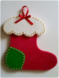 Christmas is one of the most important dates of the year and that is why we pay so much attention to the decoration of the house at that time. Felt Christmas Decorations, Christmas Ornaments To Make, Christmas Crafts For Kids, Xmas Crafts, Felt Ornaments, Felt Crafts, Christmas Stockings, Christmas Diy, Christmas Cards
