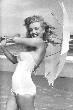 Dazzling Divas: Marilyn Monroe in Bikini Marilyn Monroe, Marylin Monroe Body, Divas, Rita Hayworth, Pin Up, Christian Morgenstern, Photos Rares, Celebrity Gallery, Classic Actresses