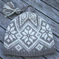 Fair Isle and Norwegian knitting patterns-North Star Hat Knitting Pattern PDF Fair Isle Knitting Patterns, Knitting Kits, Knitting Charts, Free Knitting, Knitting Projects, Crochet Patterns, Fair Isle Pattern, Knitted Hats, Crochet Hats
