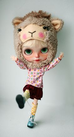 #blythe model #custom doll #lovely outfit...love the hat!