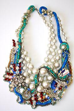 Doloris Petunia collar perlas y piedras