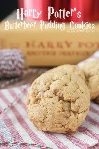 Harry Potter inspired Butterbeer Pudding Cookies are a sweet old fashioned blend of vanilla and butterscotch loaded up with toffee bits. Baked to perfection with a soft chewy center and a lightly crisp shell, they won't last long! Cookie Desserts, Just Desserts, Cookie Recipes, Delicious Desserts, Dessert Recipes, Yummy Food, Tasty, Pudding Cookies, Yummy Cookies