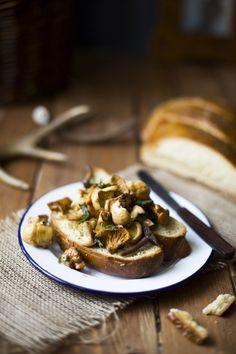 Wild Garlicky Mushroom Toast & Wild Mushroom Foraging | Camera & Clementine