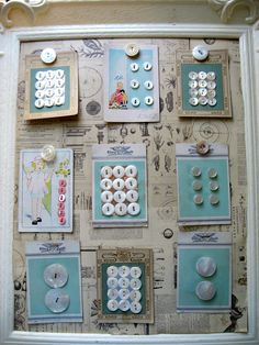 Flohmarktbilderrahmen, Stoff mit Schnittmusterdruck, darauf die Knopfmusterkarten