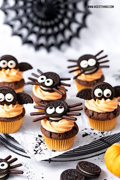 Bat Cupcakes and Spider Cupcakes: A Halloween recipe for Oreo cupcakes - Nicest Things / Süßes - Oreo Cupcakes, Spider Cupcakes, Monster Cupcakes, Decorated Cupcakes, Halloween Cupcakes Easy, Dessert Halloween, Halloween Food For Party, Halloween Treats, Halloween Looks