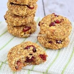 Oatmeal banana biscuits with cranberries and nuts - Oatmeal banana cookies – Laura& Bakery (made: very tasty with different nuts and fruit) - Healthy Cake, Healthy Sweets, Healthy Baking, Bakery Recipes, Cookie Recipes, Dessert Recipes, Dinner Recipes, Superfood, Banana Oatmeal Cookies