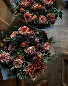 """Anna Potter op Instagram: """"Rich wintery bunches with Chrysanthemums, tulips and ranunculus 🧡"""" Ranunculus, Chrysanthemums, Thing 1, Tulips, Christmas Wreaths, Succulents, Floral Design, Floral Wreath, Holiday Decor"""